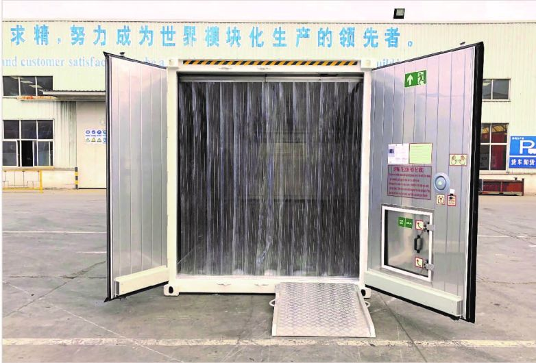 Cold storage container end door design