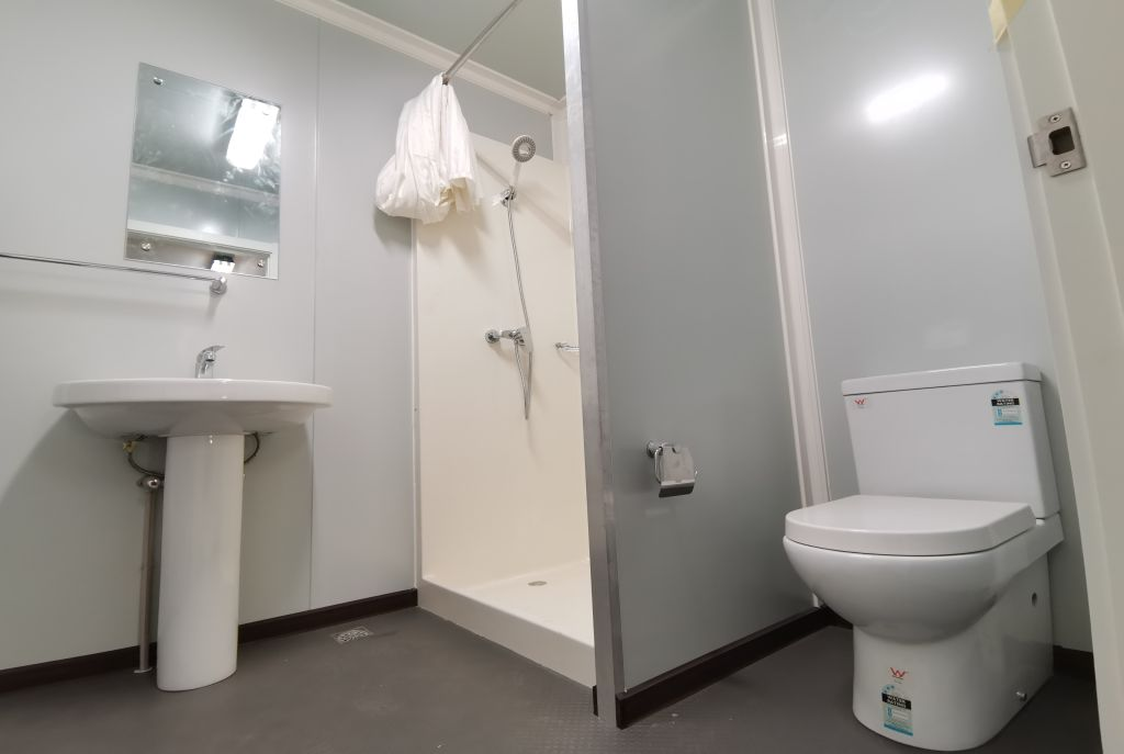 20' Accommodation container – shower room