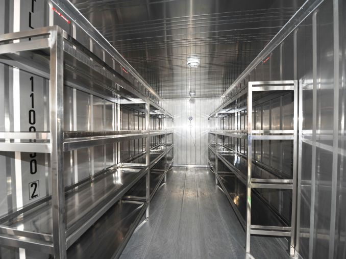 Refrigerated container optional parts – steel shelves