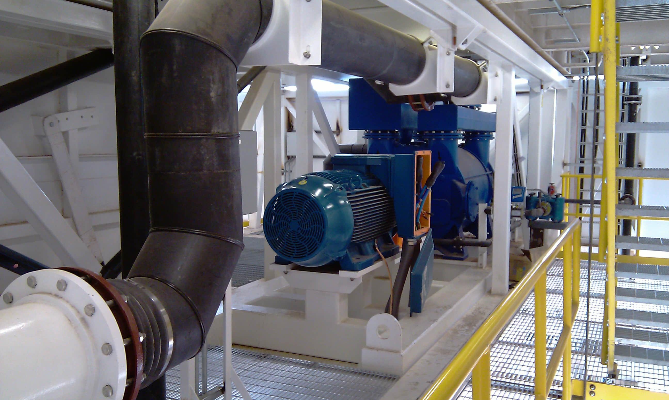 Concrete mixing module vacuum pump